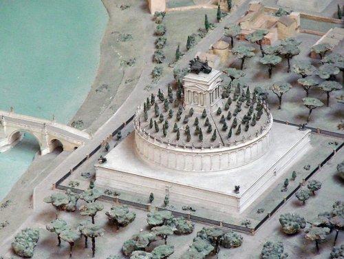Археологу понадобилось более 30 лет, чтобы воссоздать самую точную модель Древнего Рима