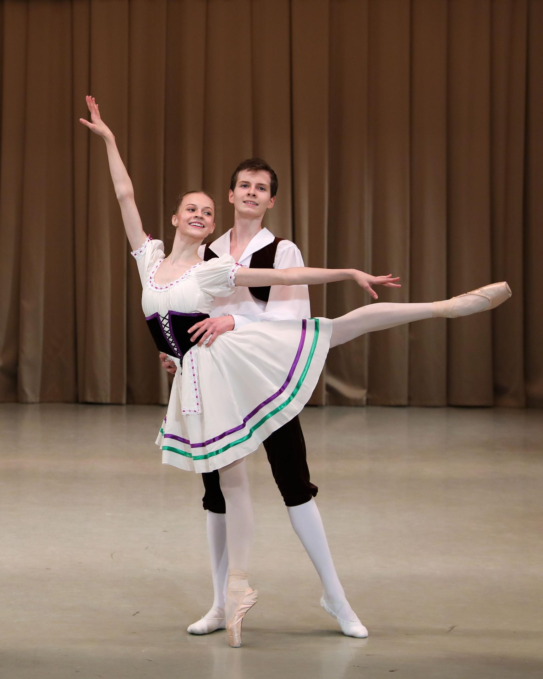 """""""Тарантелла"""", Софья Валиуллина (4/8 класс) и Георгий Хребтов (5/9 класс)."""
