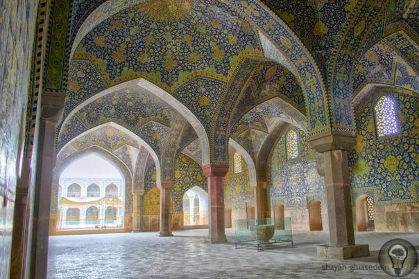 Мечеть Шейха Лотфоллы на площади Накше Джахан в Исфахане (Иран)