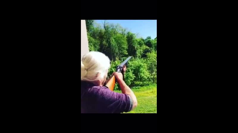 Бабуля стрелок 😆👌🏻👍🏻👍🏻👍🏻👍🏻👍🏻👍🏻👍🏻👍🏻👍🏻