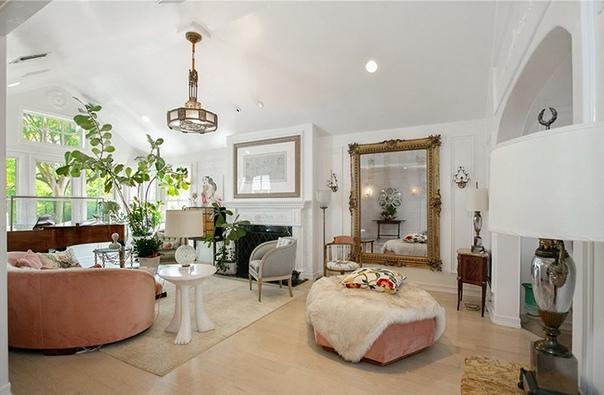 В гостях у Кирстен Данст: экскурсия по особняку актрисы на озере Толука Дом принадлежал актрисе с 2001 годаСледующая знаменитость, решившая продать свою недвижимость, Кирстен Данст. Как удалось