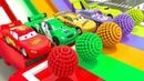 Automóviles incoloros en caja sorpresa pintados en el baño aprende colores con vehículos