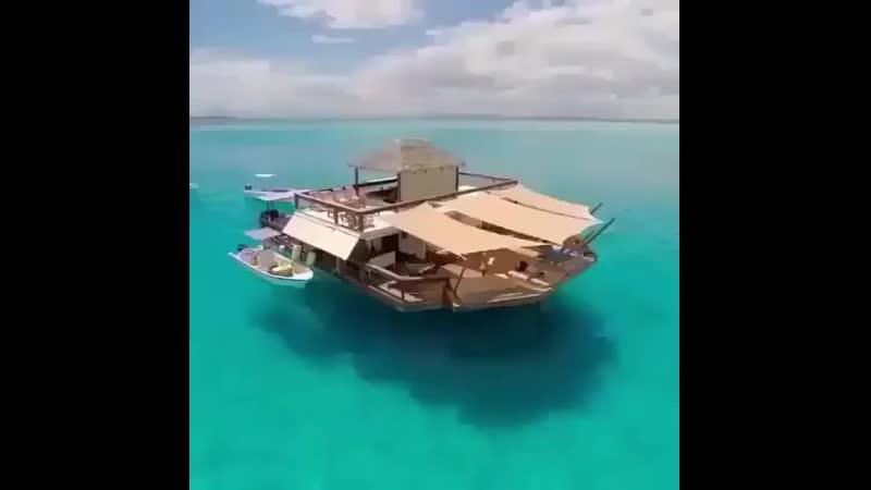 Yacht.club.loveByiTXAOgKSL.mp4