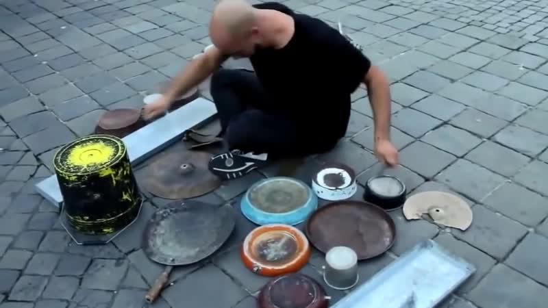 Дарио Росси) когда бабла на барабаны нет, а большие ребята не берут в свою группу) но страсть уже не остановить)