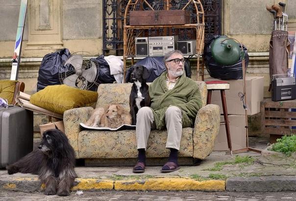 Фильм Шедевр (2018), аргентинский режиссёр Гастон Дюпра. Содержание: о дружбе беспринципного арт-дилера Артуро и некогда известного, но вышедшего из моды художника Ренцо. Чтобы вернуть