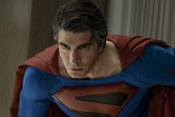 Два Супермена и Брюс Уэйн на новых кадрах кроссовера «Кризис на Бесконечных землях» от CW Главное ТВ-событие последнего столетия пройдет уже в этом