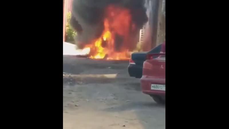 В Казани на ул. А. Кутуя сгорел Mercedes Gelаndewagen