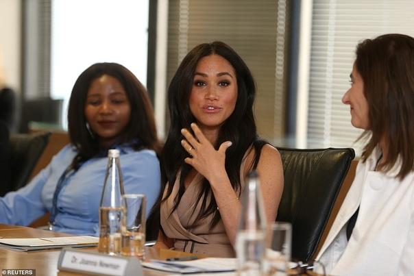 Меган Маркл посетила Университет Йоханнесбурга Королевский тур 38-летней Меган Маркл и 35-летнего принца Гарри по странам Южной Африки близится к своему завершению завтра герцоги вместе со своим