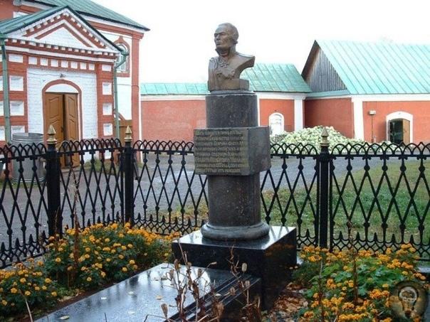 ГЕНИАЛЬНЫЕ ЧУДАКИ  РУССКИЙ СОЛДАТ СУВОРОВ И РУССКИЙ МОРЯК УШАКОВ