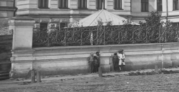 «ДЕВОЧКА-ФАНТОМ» ИЗ КРАСНОЯРСКА: ЗАГАДКА ФОТОГРАФИЙ, СДЕЛАННЫХ 100 ЛЕТ НАЗАД В 2015 году Красноярский краеведческий музей получил запрос на фотографии достопримечательностей Красноярска,
