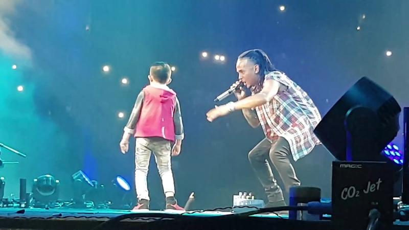 Se Preparo Ozuna Canta y Baila con Niño en la Arena Monterrey Mexico