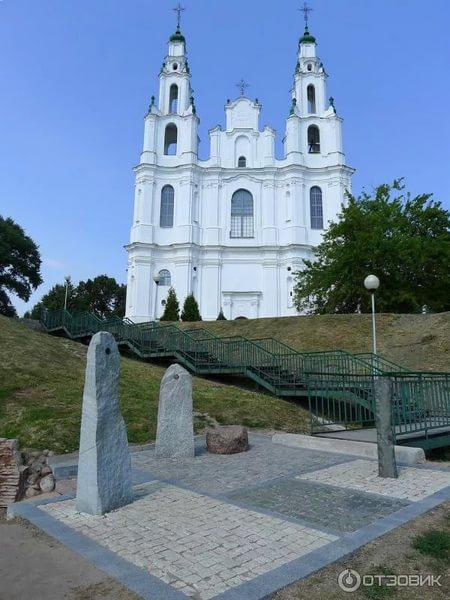НЕПОРЫВНЫЙ ШАГ ИСТОРИИ Беларуские земли 226 лет были составной частью Речи Посполитой и 122 года находились в составе Российской империи. Как бы кто ни относился к этим периодам нашей истории,