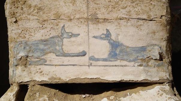 Десятки мумий найдены возле древнейшей пирамиды мира.