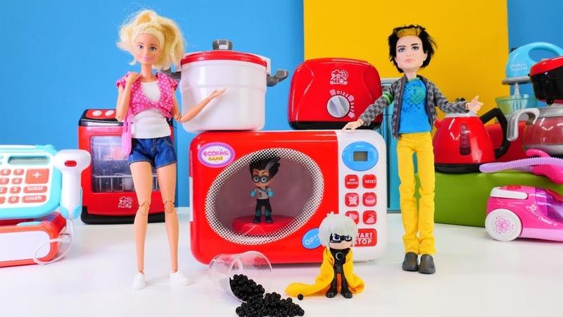 Barbie compra un microondas con Romeo Play Time Vídeos para niños