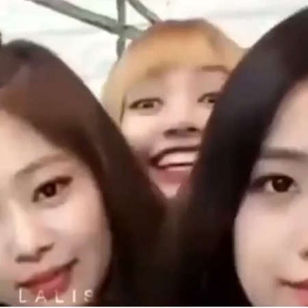 "💗Pokpak Lili💗 on Instagram: ""Throwback to a time When JENCHUCHAENG roasted ignored Lisa. But Lisa Acted so cute in order for them to notice her w..."