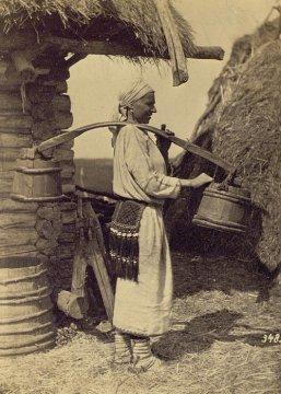 ЖЕНЩИНЫ И ТЯЖЁЛЫЙ ТРУД ВО ВРЕМЕНА, КОГДА ЖЕНСКОЕ БЫЛО ЖЕНСКИМ, А МУЖСКОЕ - МУЖСКИМ Работать прачкой или сиделкой было тяжело и опасно для здоровья, но во времена до женской эмансипации портили