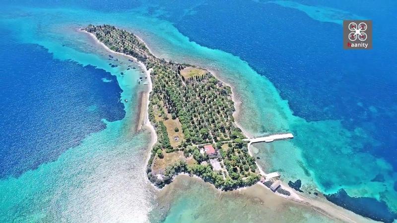 Το περίεργο νησί «κιθάρα» που ερωτεύτηκαν οι Μπιτλ
