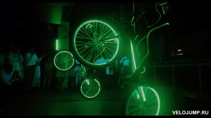 Световое шоу VELOJUMP на празднике фитнес клуба World Class Велошоу Велотриал