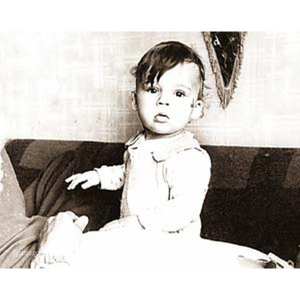 Максим Галкин, сегодня его день рождения Вам нравится этот артист .Спасибо за и подписку.Родился 18 июня 1976 года в Наро-Фоминском районе Московской области, имя ему придумал брат.Мать Максима