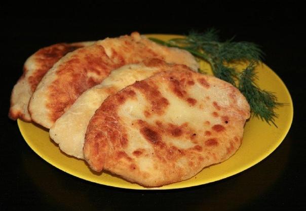 Очень вкусные пирожки-лепешки с картошкой и сыром!