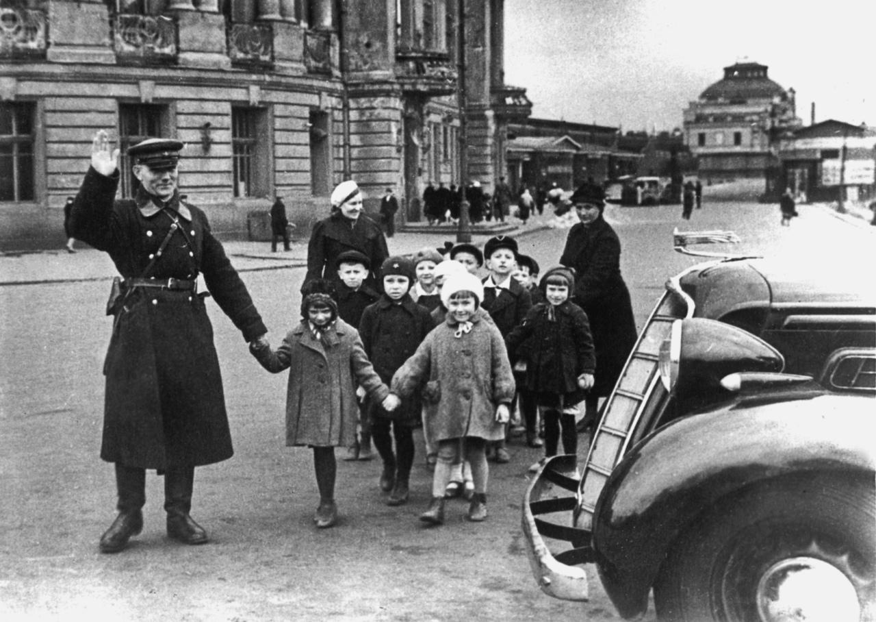 Ленинград Сентябрь 1941 https://waralbum.ru/387740/