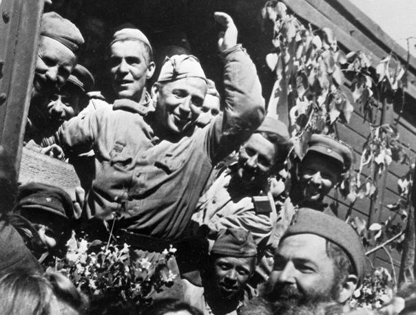 Капитуляция Германии вступила в силу в 1:01 по Московскому времени  то есть ровно 74 года назад