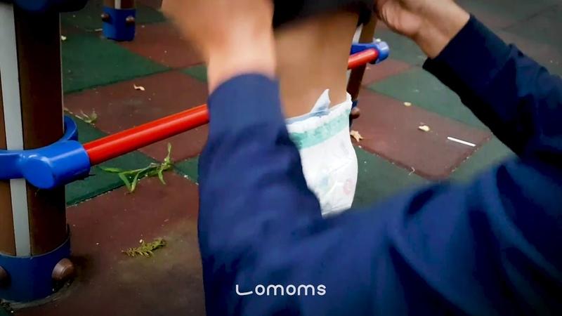 바지 안 벗기고 30초만에 기저귀 교체하기 놀이터 편 ㅣ Lomoms
