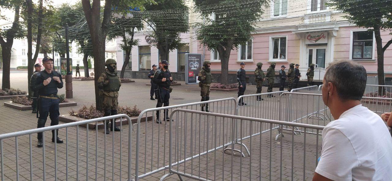 Вот что происходило в Бресте до момента столкновения толпы с ОМОН