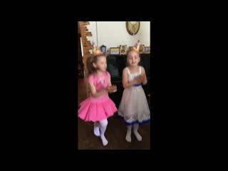 Арише 7 лет и танцы с ЛОЛ фрагмент анимашки