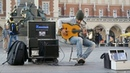 Spanish guitar and street musician / Испанская гитара и уличный музыкант / круто играет на гитаре