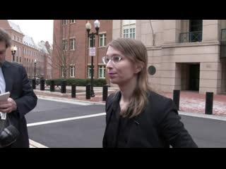 Экс-информатор WikiLeaks снова вышла на свободу