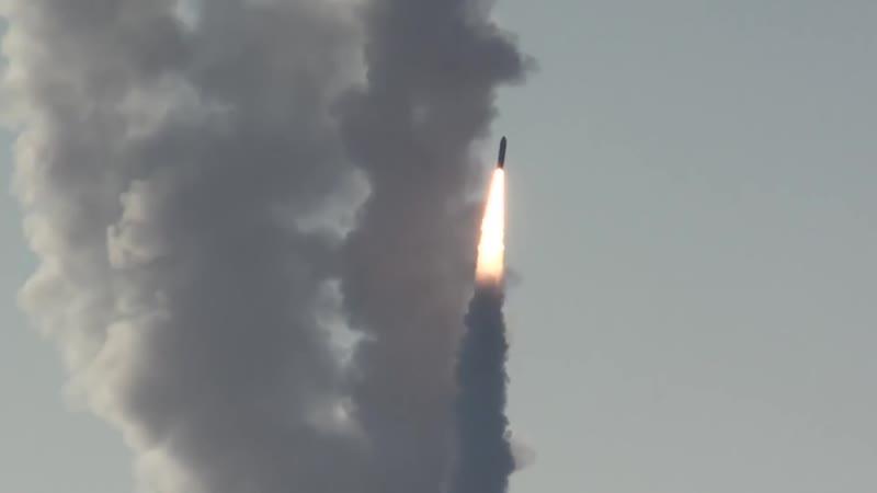 Залповый пуск баллистических ракет Булава из акватории Бел
