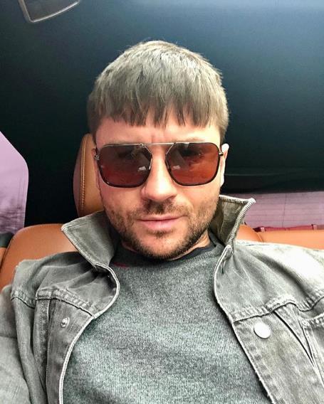 Новая стрижка Сергей Лазарева!