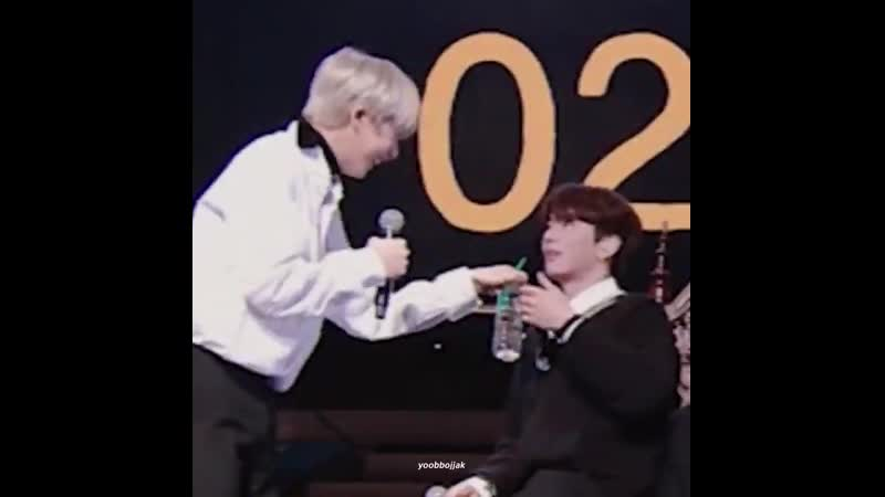 Hyungwon tries to do one sweet thing for kihyun in public for a change - hyungwon fucks it