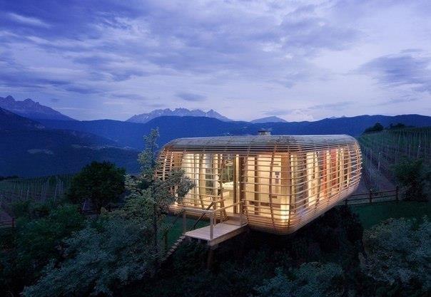 Архитектурное бюро из Берлина Studio Aisslinger разработало концепт Fincube - дома, который легко может быть разобран и собран уже в другом месте.