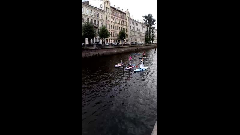 Фестиваль SUP-серфинга цезарь и русалка