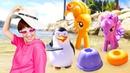 Литл пони в песочнице. Видео для детей — игры на пляже. Пони, куклы и Маша Капуки Кануки