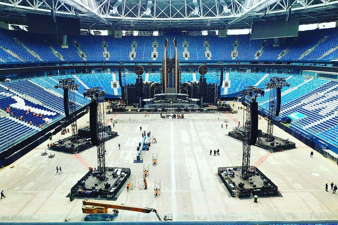 Фуры с техническим оснащением для концерта Rammstein