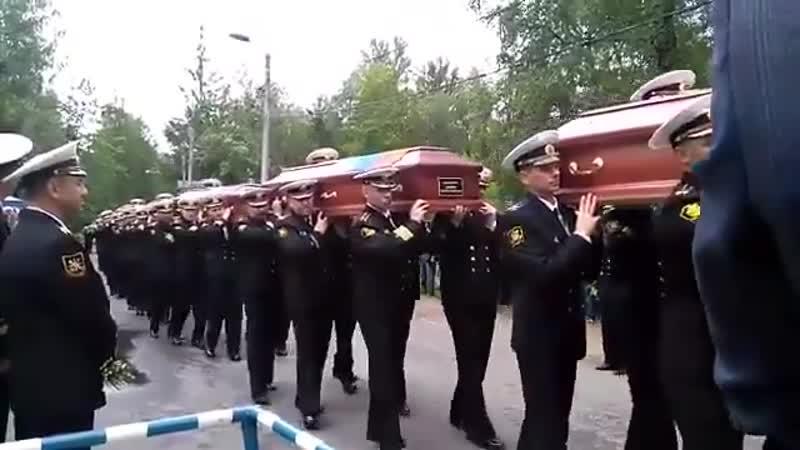 В Санкт-Петербурге на Серафимовском кладбище хоронят погибших подводников Кладбище оцеплено росгвардией
