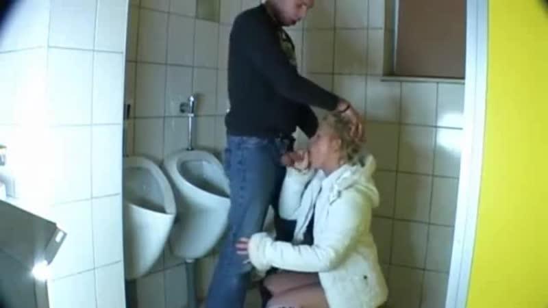 Изменяет мужу в туалете луны блеск