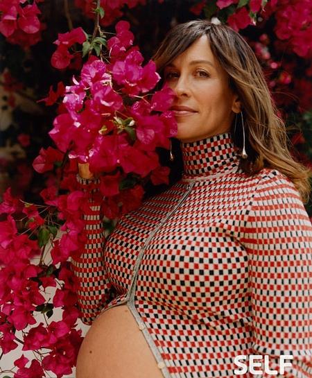 45-летняя Аланис Мориссетт рассказала о трудном пути к третьей беременности. Беременная Аланис Мориссетт появилась на обложке журнала Self. Певица призналась, что, пережив несколько выкидышей,