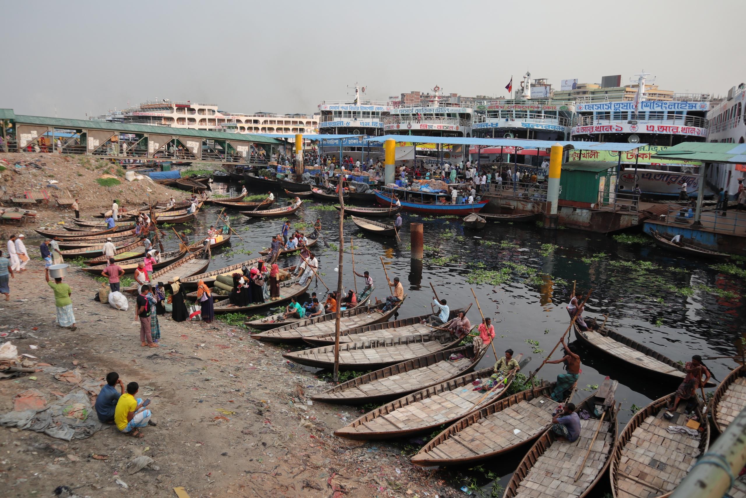 Старая Дакка только, корабли, просто, Бангладеша, прямо, играют, людей, стороне, можно, такая, Ганга, другой, которой, активно, каюты, плывут, кажется, велорикш, лодки, рублей