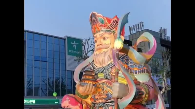 Парад лотосовых фонарей в Сеуле 3