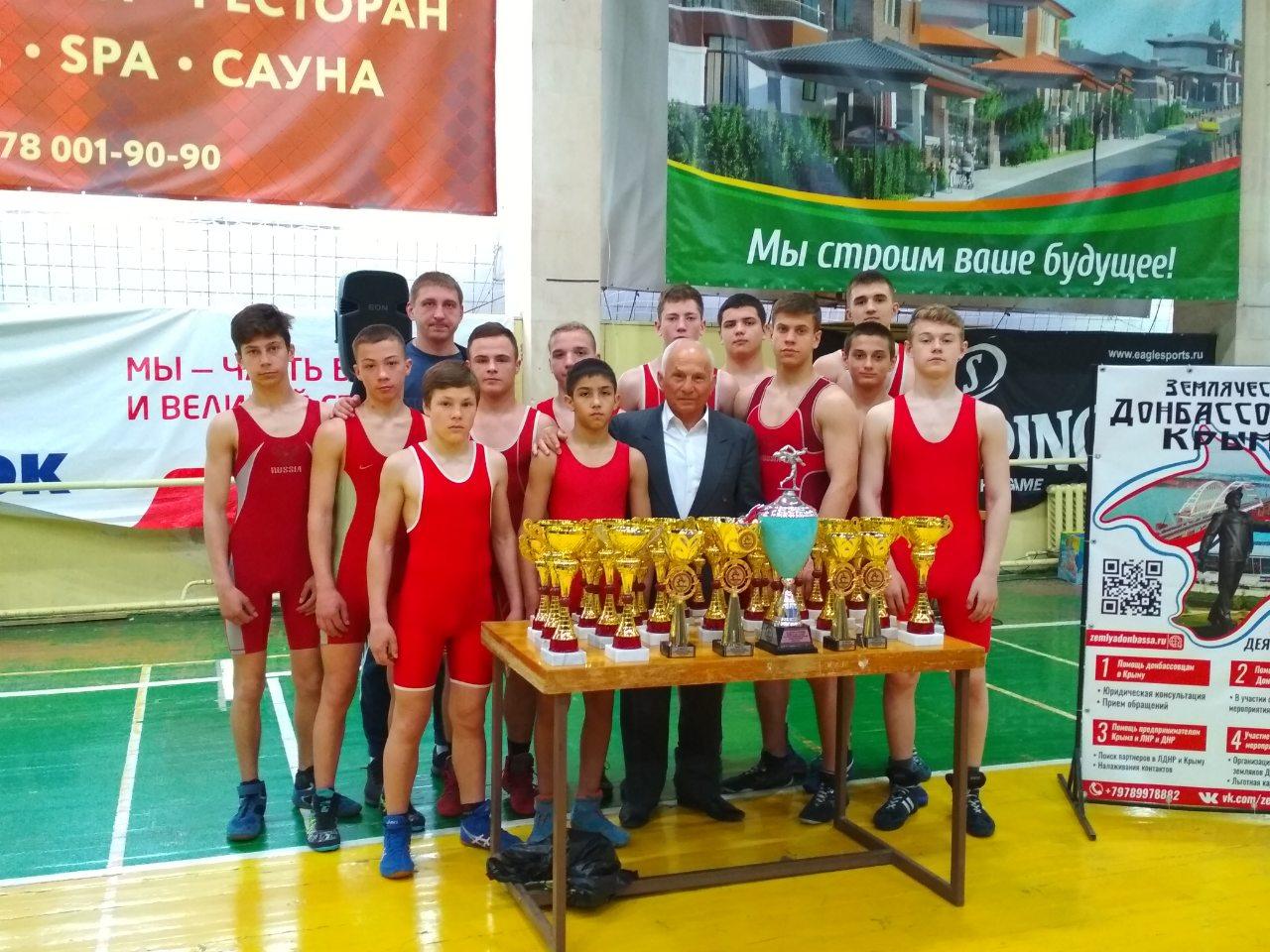 В Крыму состоялась матчевая встреча по греко-римской борьбе между командами Донецка и Симферополя