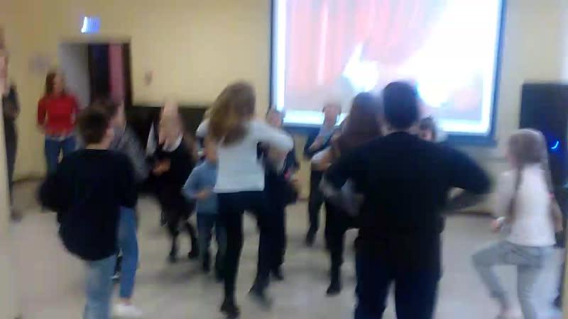 Танцевальный флешмоб на театральном мастер-классе