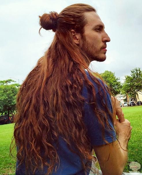 Бразилец удивляет густыми и длинными волосами как у Рапунцель.