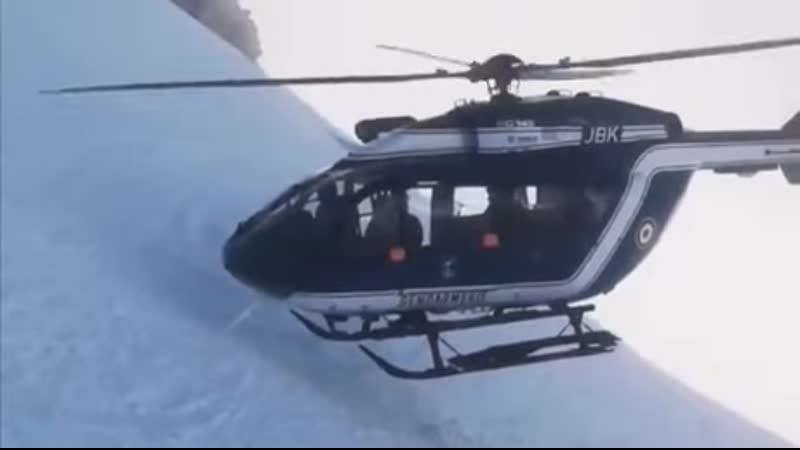 Опытный лётчик спасает лыжников