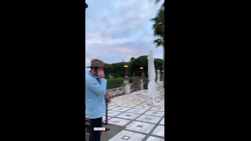 Джеи с друзьями в Риме