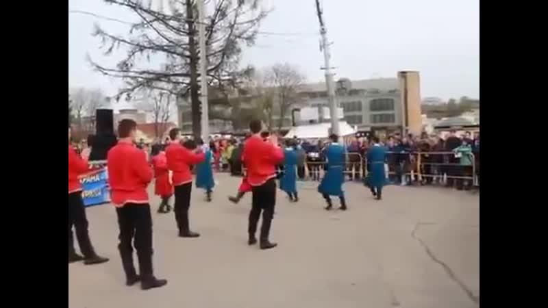 Русский танец и Лезгинка вместе круто смотрится