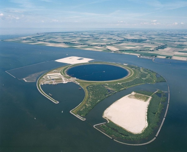 Озеро в озере: для чего внутри озера в Нидерландах построили круглую дамбу